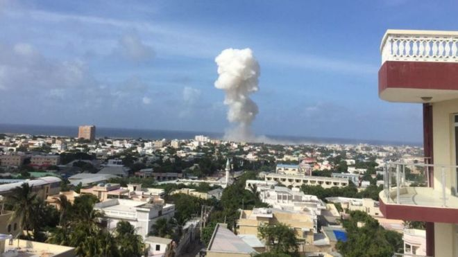 Mogadishu attack: Ten killed in airport blasts