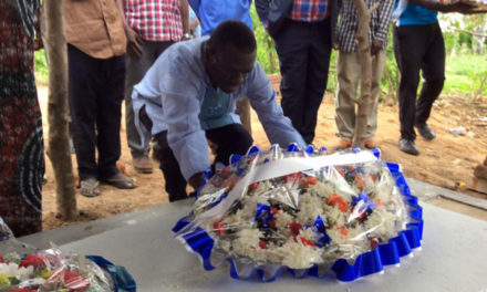 Besigye beats police blockade, pays tribute to late former MP